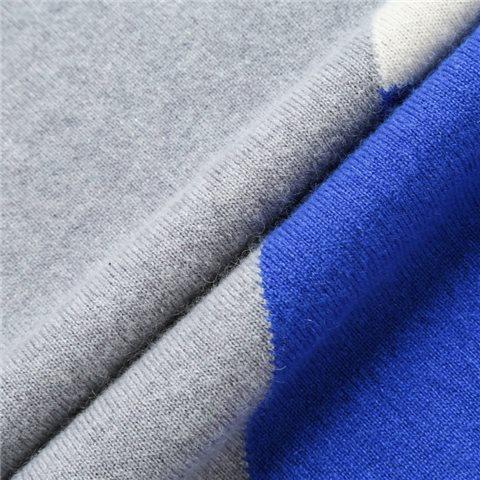 圆领色块毛衣